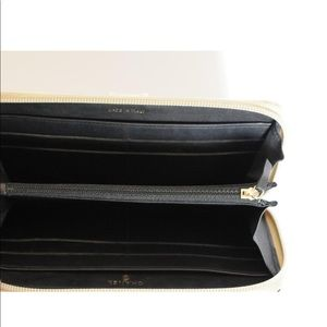 CHANEL Bags - CHANEL BLACK & GOLD CLUTCH ENTRUPY AUTHENTICATED